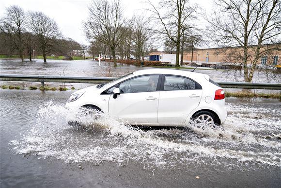 Se billederne: Danske byer står under vand