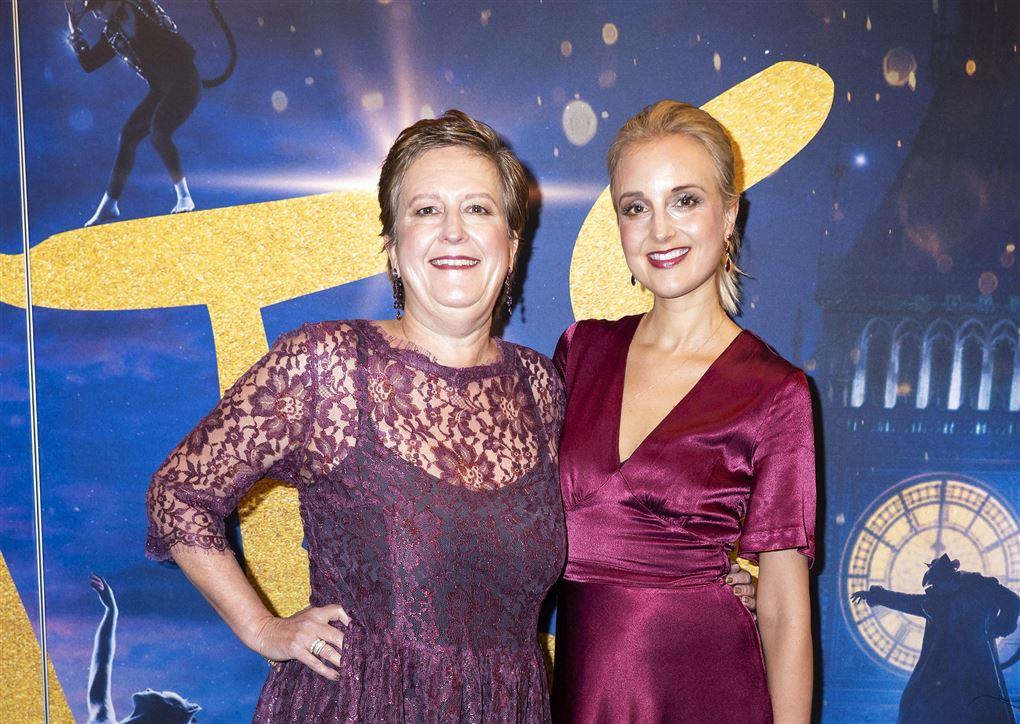Billede af Mai Manniche og hendes mor Vibeke på den røde løber