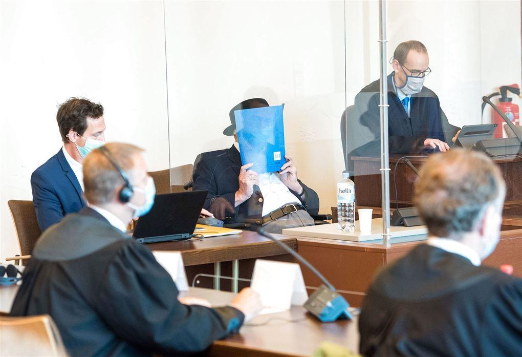 Bruno Dey, tidligere SS-vagt under retssag i Hamborg