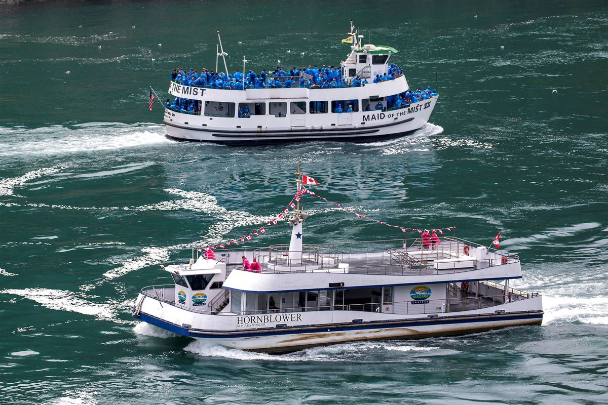 To både passerer hinanden ved Niagara Falls