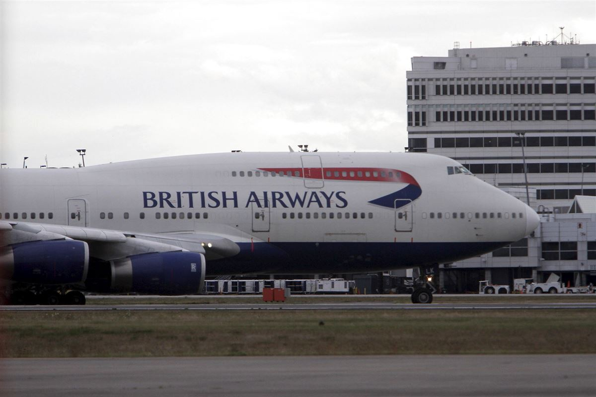 Jumbojet fra BA i lufthavn