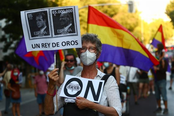 Spanske demonstranter demonstrerer mod ekskongen Juan Carlos