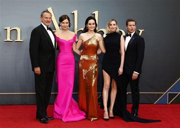 Skuespillerne fra Downton Abbey til premiere på filmen. Hugh Bonneville, Elizabeth McGovern, Michelle Dockery, Laura Carmichael og Allen Leech