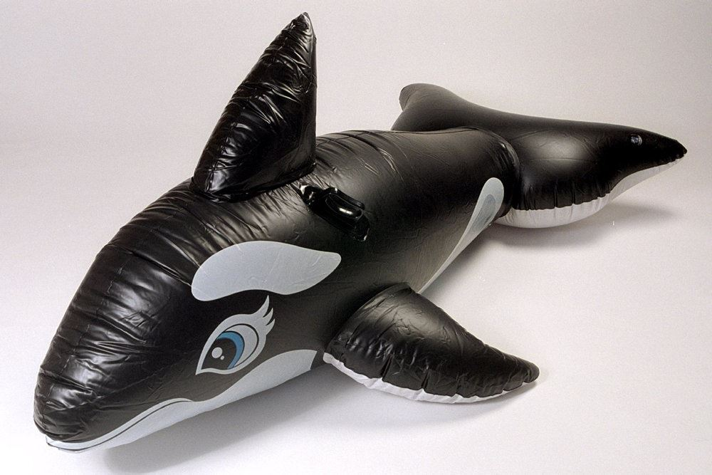 Et badedyr formet som en delfin