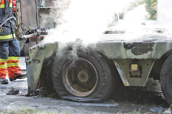 Sættevogn i brand ved Hampen
