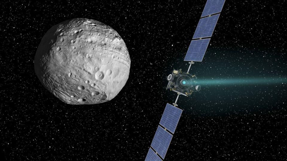 En sattellit med kurs mog en kæmpe asteroide