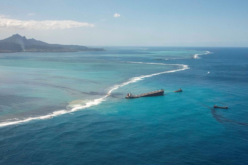 Et grundstødt japansk tankskib ved Mauritius