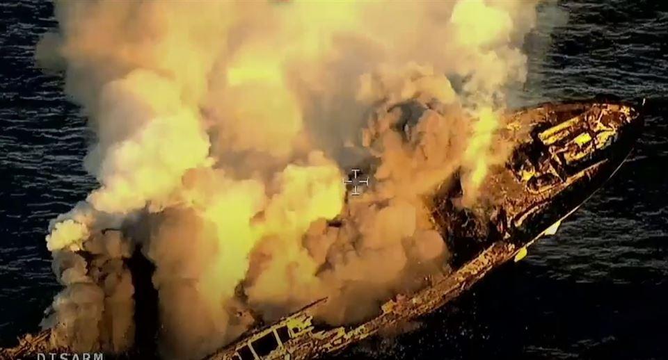 Brændende yacht synker i Middelhavet