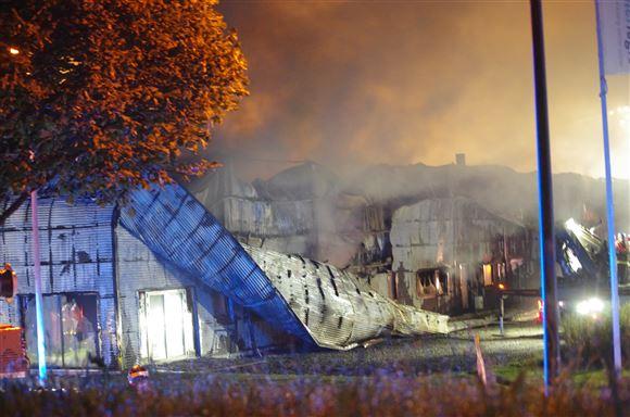 Bygning kollapset under brand