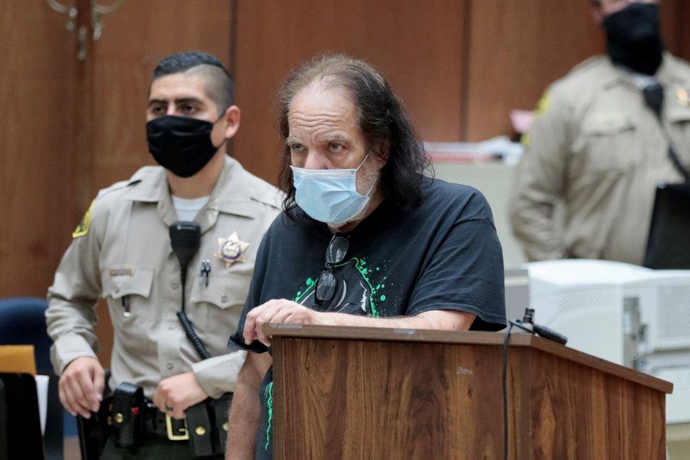 Ron Jeremy ses her i retssalen