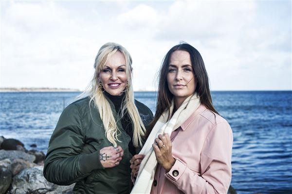 tv-personligheden Linse Kessler med datteren Stephanie ved vandet