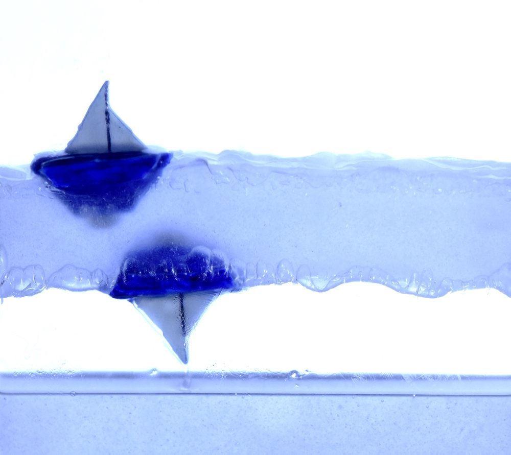 En båd trodser tyngdekraften i et eksperiment foretaget af franske forskere