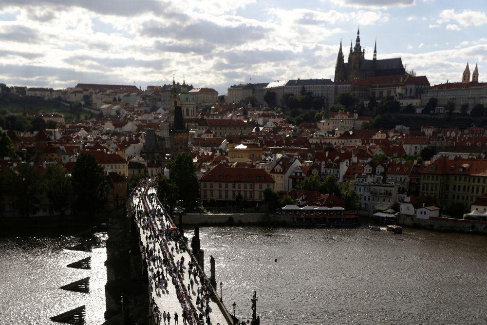 View udover Prag med Karlsbroen i forgrunden