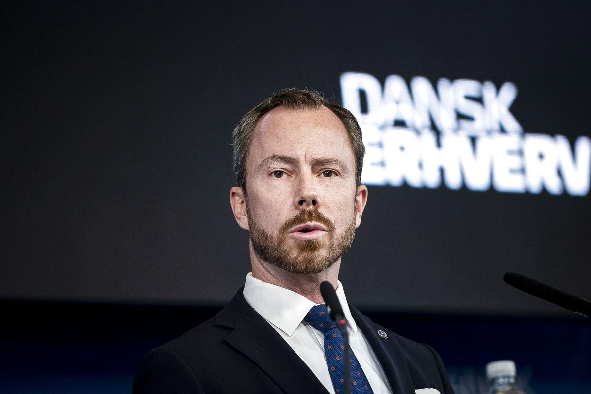 Billede af en slipseklædt Jakob Ellemann-Jensen