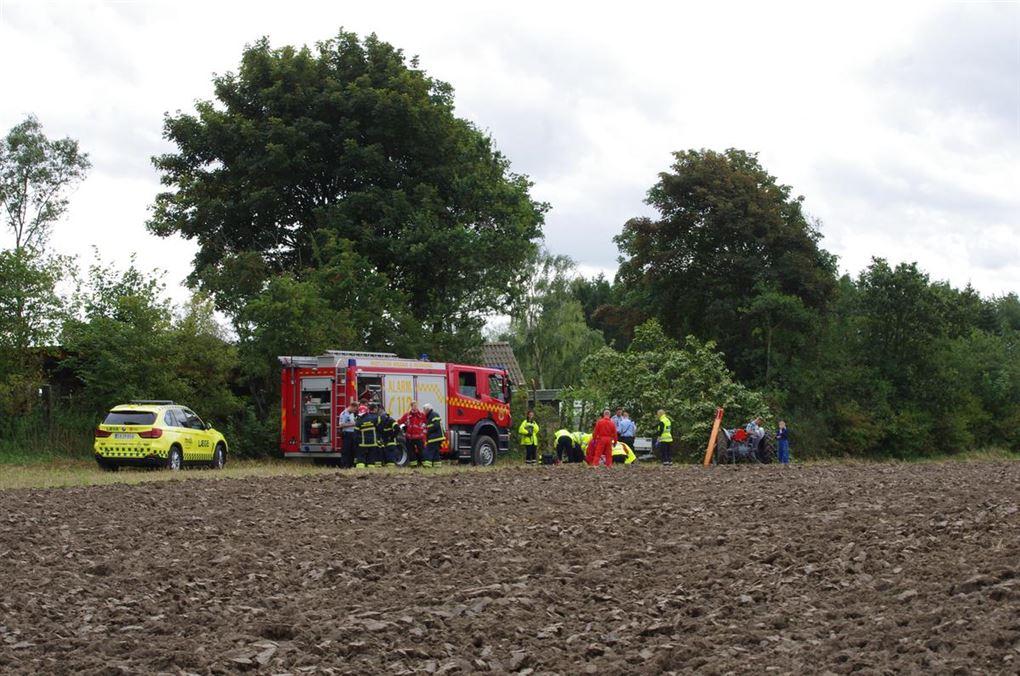 Ambulance, brandbil og en lille traktor