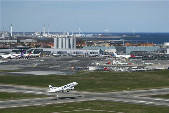 Et fly letter fra en bane i Københavns Lufthavn