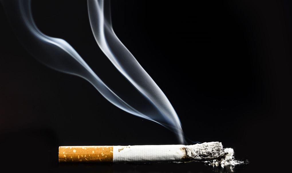rygende cigaret