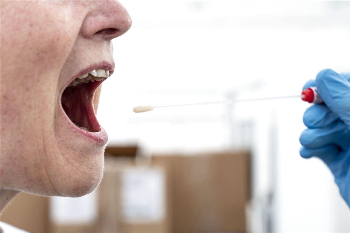 Vatpind i mund på patient