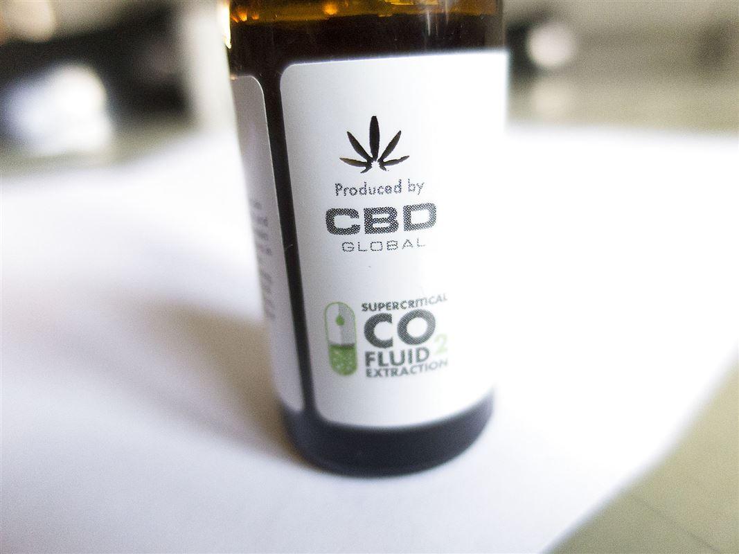 flaske med cannabisolie