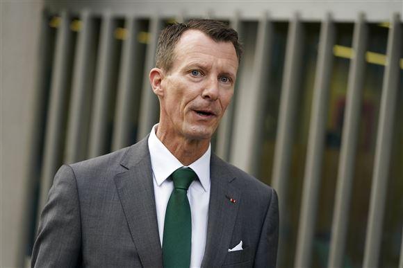 Prins Joachim ankommer til første arbejdsdag som forsvarsattaché i Paris