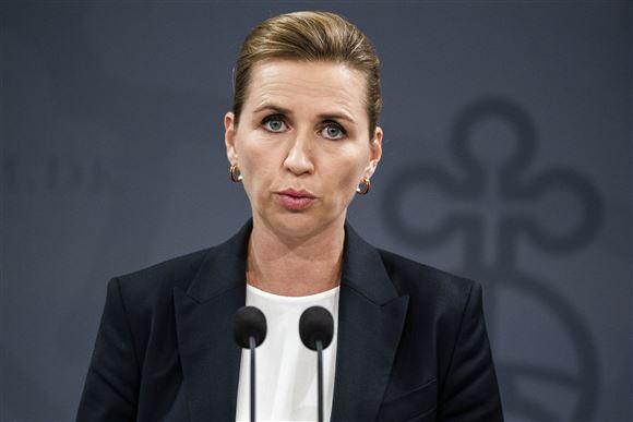 Mette Frederiksen portræt på pressemøde