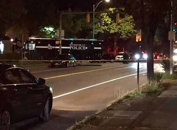 Politibiler bag afspærring