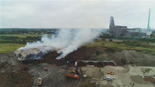 Brand i kæmpe affaldsberg