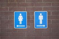 Skilte med henholdsvis dame- og herretoilet.