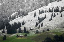 En bjegside i Schweiz med masser af sne