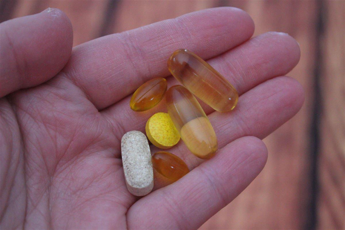 Piller og kosttilskud i håndflade