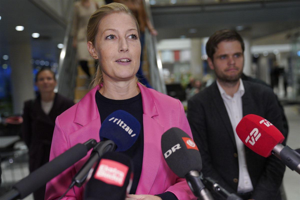 Sofie Carsten Nielsen på pressemøde