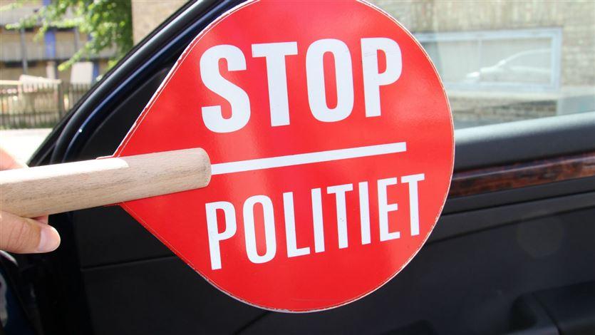 """Billede af skilt med """"stop - politiet"""""""