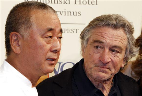 "Robert de Niro kigger på den japanske kok  Nobuyuki ""Nobu"" Matsuhisa"