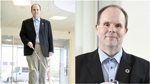 billede af Thorkild Olesen med sin blindestok