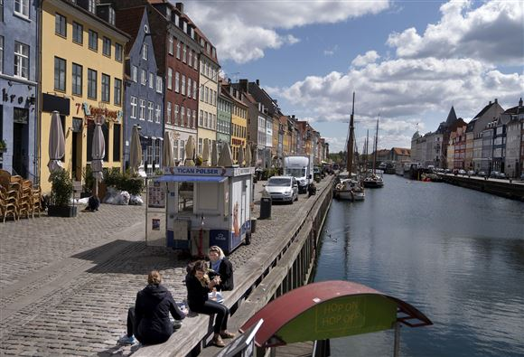 Billede af kanalen ved Nyhavn i sol