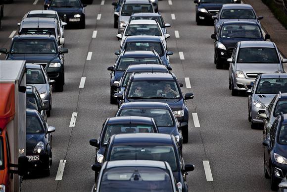 Biler i kø på motorvej