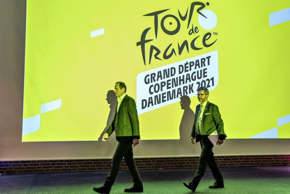 frank jensen går på scenen under præsentation af tour de france