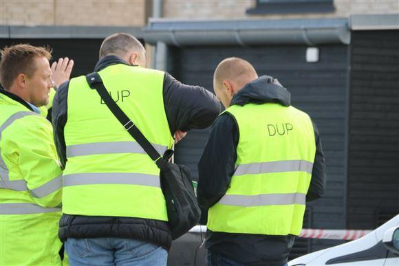 tre personer i gule veste med påskriften DUP