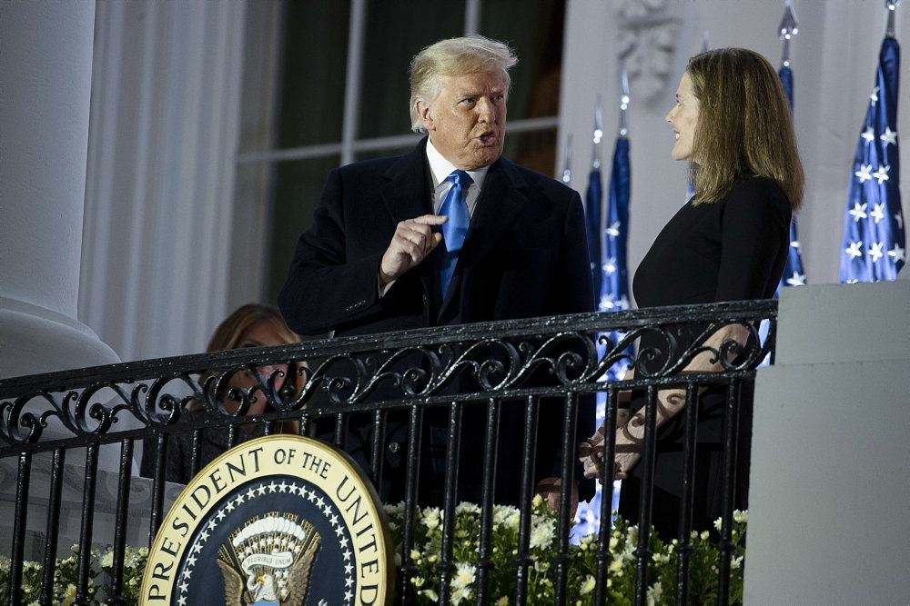 Trump med højesteretssdommer Amy Barrett