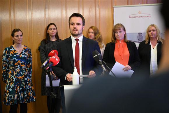 Simon Kollerup på pressemøde efter nye aftale