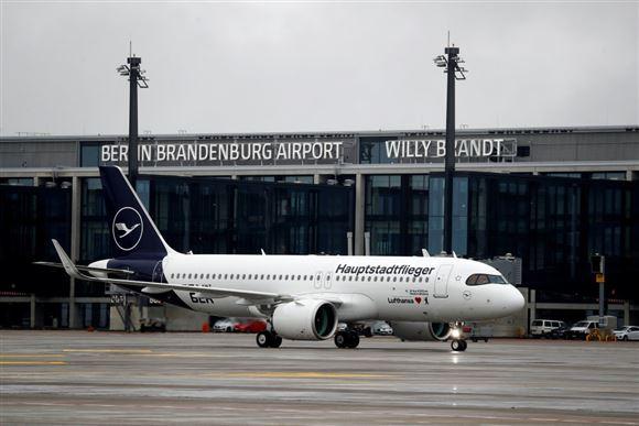 Flyder på landingsbanen i Berlins nye lufthavn