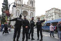 Politi foran kirke i Nice