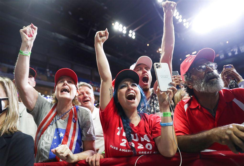 Trump-tilhængere i jubel på vælgermøde