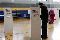En vælger ved et valgsted i USA