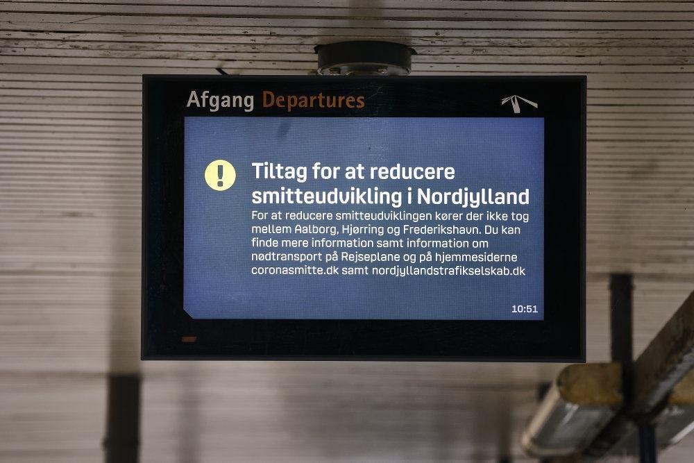 En tv-monitor fortæller om aflyste busser