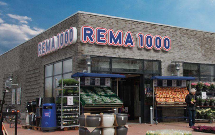 et supermarked Rema 1000 med grøntsager udenfor
