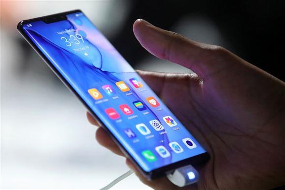 hånd holder mobiltelefon
