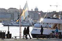 Et svensk flag vajrer i solen
