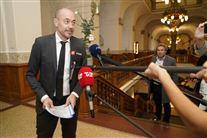 Sundhedsminister Magnus Heunicke interviewes af tv-journalister