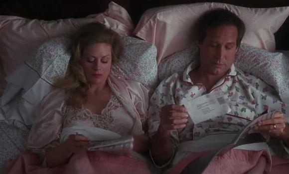 Clark og Ellen i seng sammen - Clark i pyjamas